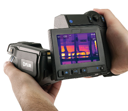 flir-t620-infrared-camera-back-hands 1